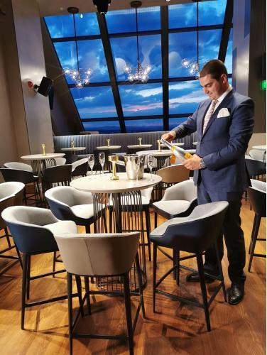 service hotel management